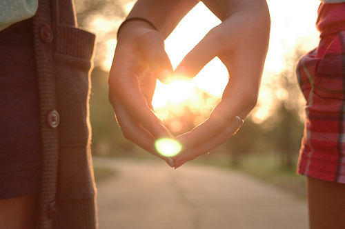 找漂亮的人恋爱,与心软的人结婚
