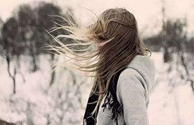 永远不要低估一个女生和你同甘共苦的决心,她对你的爱是全部的
